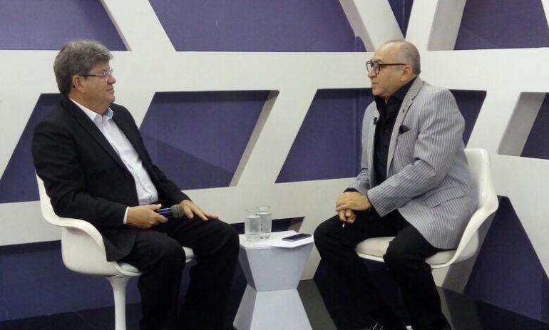"""""""Política não pode ser apenas uma atividade de pai para filho"""", dispara João Azevêdo"""