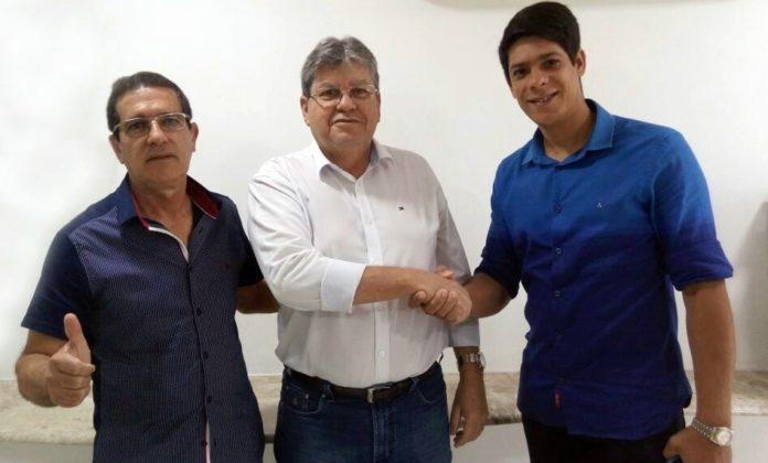Mais um prefeito de partido de oposição adere à pré-candidatura de João Azevêdo