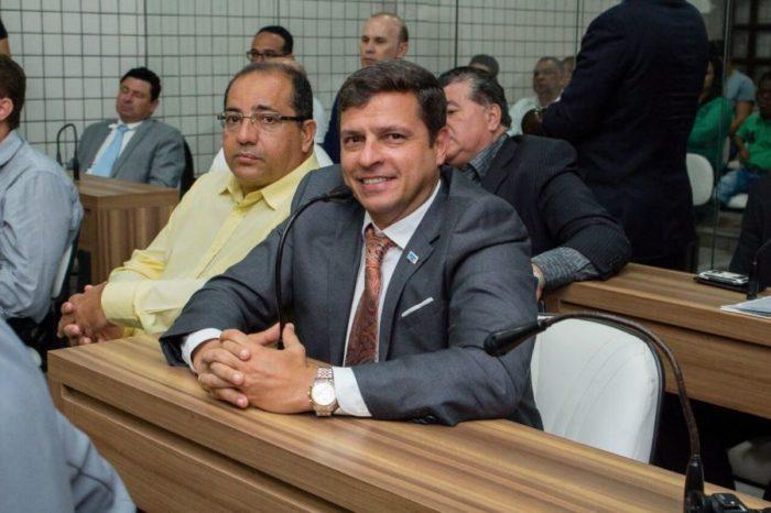 Vitor Hugo é eleito novo presidente da Câmara de Cabedelo e herda prefeitura interinamente
