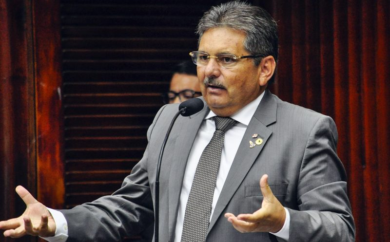 """Deputado enaltece trajetória de João Azevêdo e 'alfineta' pré-candidatura """"genética"""" de Lucélio"""