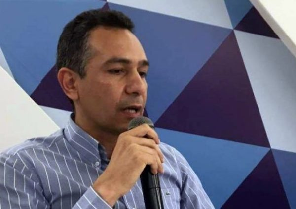 Auxiliar do prefeito Panta 'censura' jornalista durante evento junino em Santa Rita