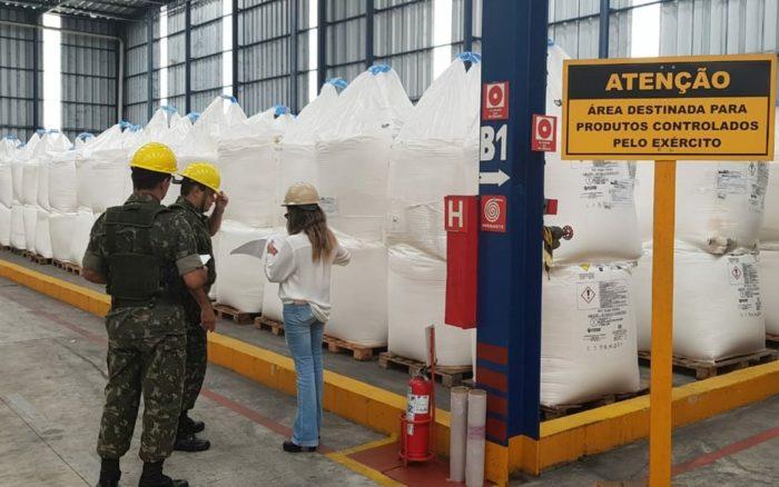 Exército realiza operação para combater comércio ilegal de armas e munições