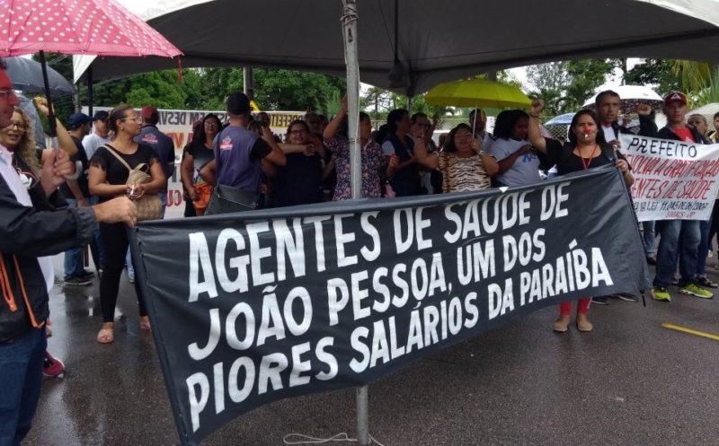 Agentes de saúde fazem protesto em JP e acusam Cartaxo de retirar gratificação da categoria