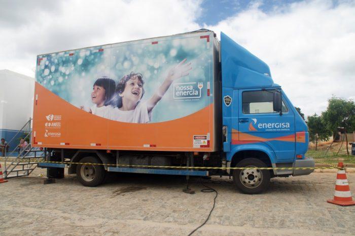 Energisa entrega geladeiras a 100 famílias no loteamento Paratibe