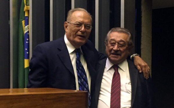 À espera do apoio do PSC, Maranhão prestigia posse de Marcondes Gadelha na Câmara Federal