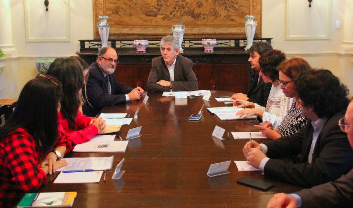 Ricardo discute parcerias nas áreas de saúde, turismo e comércio com embaixador de Cuba