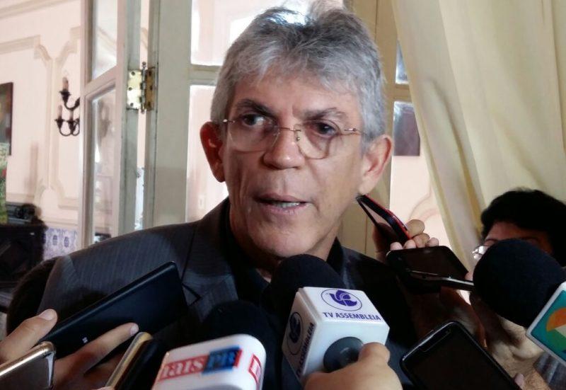 Ricardo critica continuidade das manifestações e classifica greve dos caminhoneiros como gravíssima