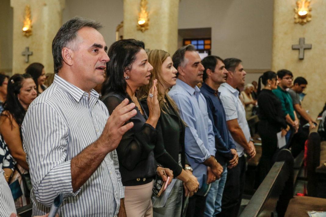 A missa foi celebrada pelo Padre Luciano Guedes, pároco da Catedral e vigário geral da Diocese e foi acompanhada pela população campinense, fieis e várias lideranças políticas.