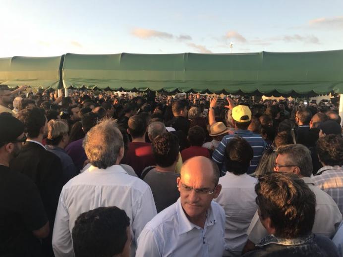 Corpo do deputado federal Rômulo Gouveia é sepultado em Campina Grande