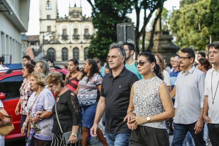 Prefeito de JP e primeira-dama participam e procissão de Corpus Christi