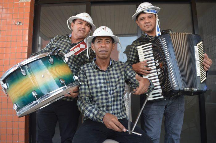 Praça Rio Branco recebe o Trio Forrofiando na abertura do Sabadinho Bom Junino