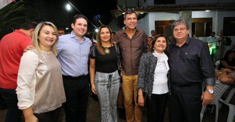 """Em Mamanguape, deputado Ricardo Barbosa afirma que João Azevêdo representa o """"símbolo do trabalho"""""""