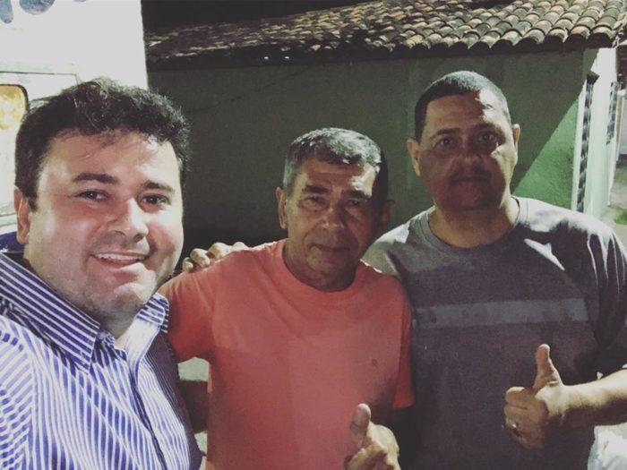 Pré-candidato a deputado estadual, médico Aledson Moura recebe adesões no Sertão e no Litoral
