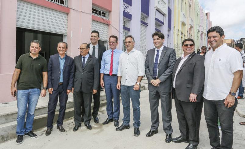 Cartaxo, Marcos Vinícius e vereadores visitam obras da Villa Sanhauá