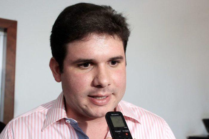 Com PRB prestes a fechar com o PSB, Hugo Motta já pede votos para João e Veneziano