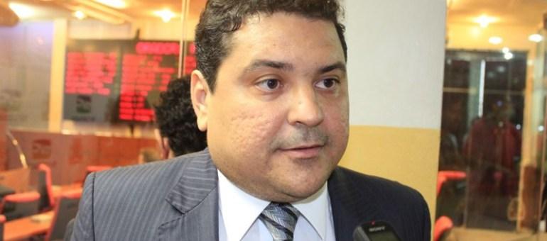 """""""A gestão de Luciano Cartaxo é mediana e precária"""", afirma aliado de Cássio Cunha Lima"""