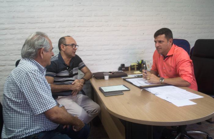 Prefeito se reúne com empresário e define instalação das Casas Bahia e da LDF em Cabedelo