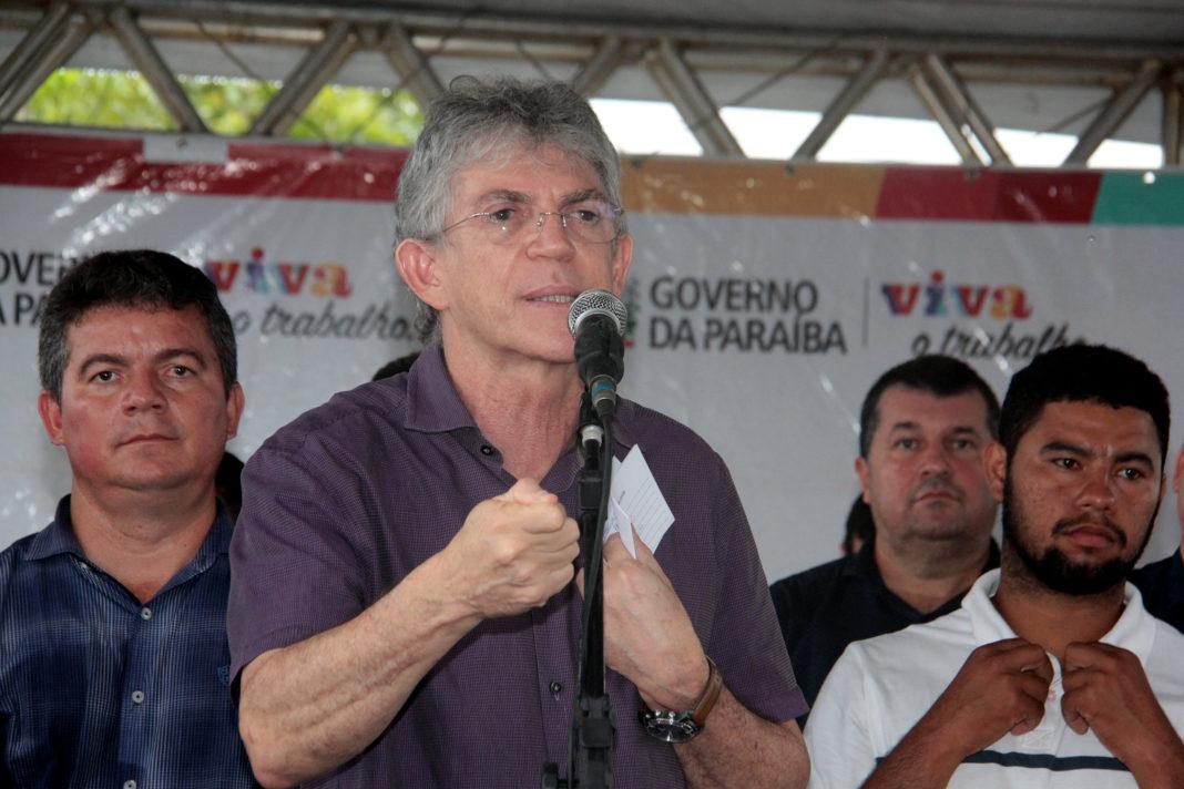 Ricardo anuncia calendário de pagamentos com reajustes para servidores da Segurança e Educação