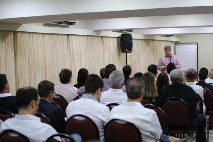 João se reúne com trade turístico da PB e debate plano de governo para o setor