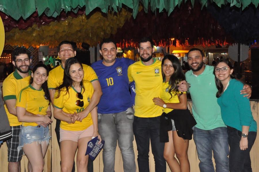 Caninana e Filipe Warley contagiam forrozeiros em mais uma noite do São João de CG