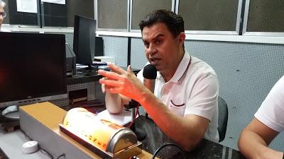 """Santiago reafirma apoio a João e diz que nome de socialista já caiu """"nas graças do povo"""""""