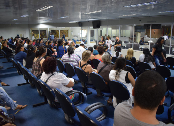 Durante assembleia extraordinária, servidores de CG mantém indicativo de greve para o dia 31