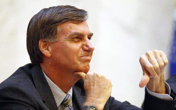Bolsonaro contraria maioria da população e assina decreto flexibilizando posse de armas