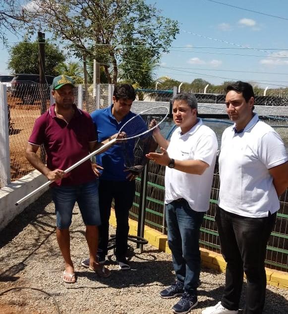 Deputado Efraim Filho visita produção de tilápia no sertão da Paraíba