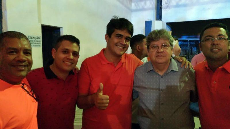 """""""A Paraíba tem a necessidade de continuar avançando"""", diz João Azevêdo durante encontro regional do PSB, em Bayeux"""