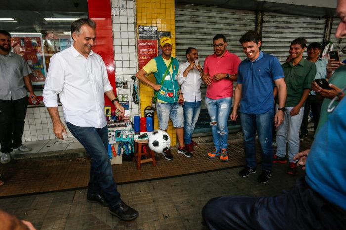 """Nas ruas da Rainha da Borborema, Lucélio diz: """"parcerias tornarão Campina mais forte"""""""