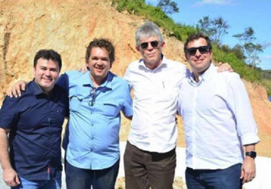 Dr. Aledson participa de inauguração de obra ao lado de RC e intensifica contatos no Sertão