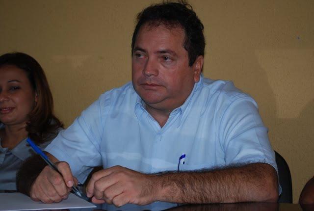 Ex-prefeito é acionado por ceder caminhão da prefeitura para empresa de filho na PB