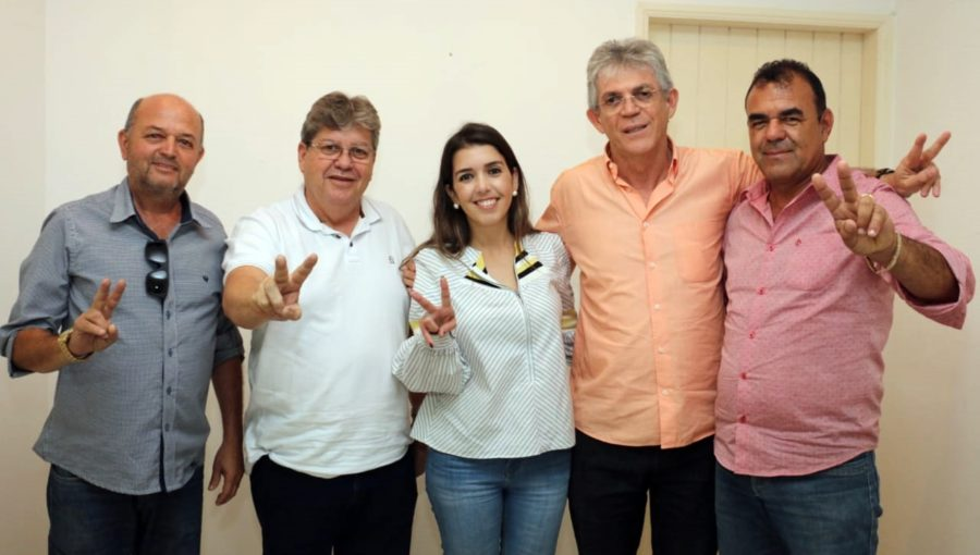 Mais reforços: prefeita, vice-prefeito e vereadores de Monteiro aderem à pré-candidatura de João