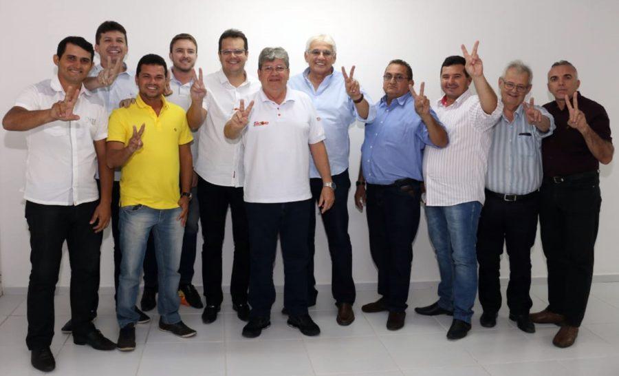 Mais adesões: prefeito, vice e sete vereadores de Várzea confirmam apoio à candidatura de João