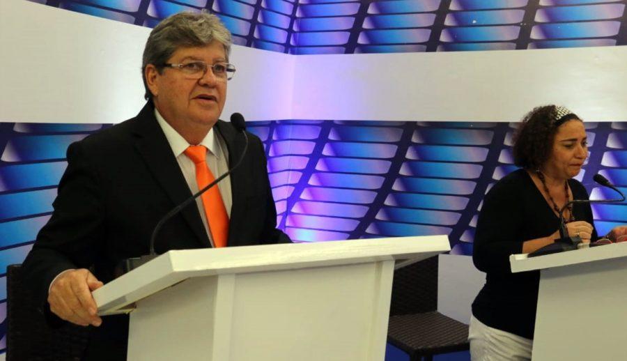 Em debate na TV Master, João sugere ampliar do Empreender e transformá-lo em agência de fomento