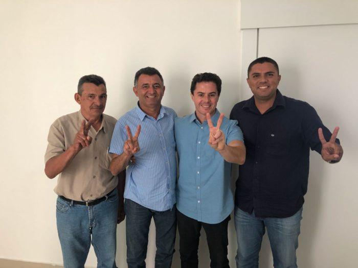 Veneziano se reúne com prefeitos e firma novos apoios no Litoral e Sertão