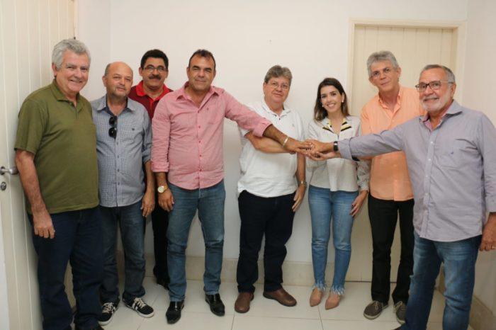Prefeita de Monteiro anuncia apoio à pré-candidatura a deputado estadual de Carlos Batinga