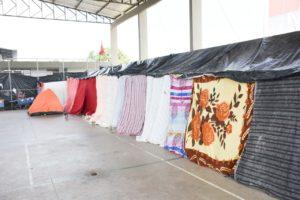 Vídeo mostra situação de abandono de 90 famílias abrigadas em praça; vereador cobra ação da PMJP