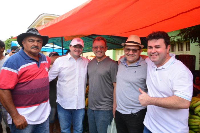 Candidato a deputado estadual, Dr. Aledson visita feira livre de Princesa Isabel e reforça apoios