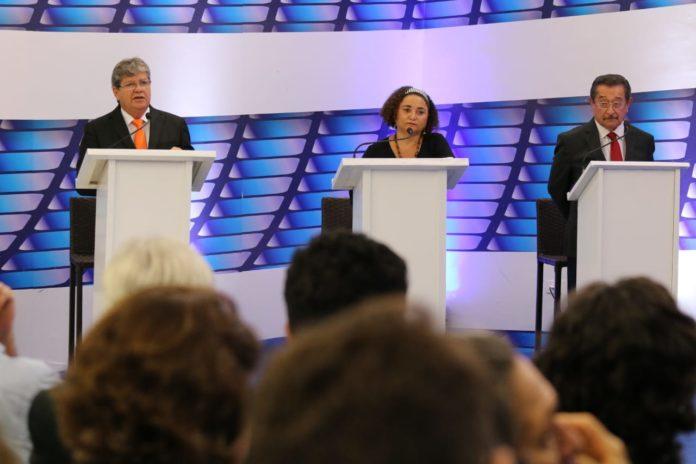 Debate TV Master: João quer ampliar Empreender; Lucélio