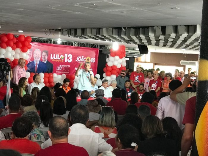 """Ao lado de Haddad, RC arremata: """"vai dar Lula e, se não deixarem, vai dar quem o Lula colocar"""""""