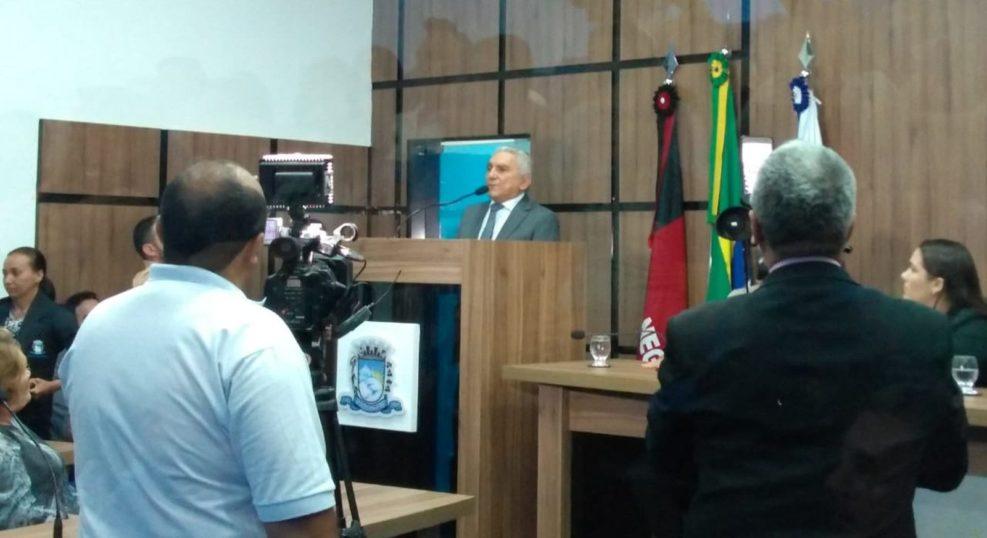 Após cerimônia de posse, vice assume titularidade da prefeitura de Patos