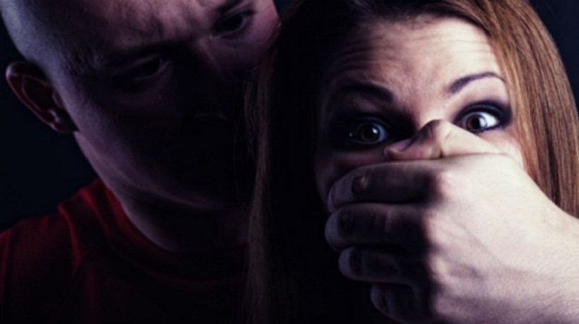 Estudante de 17 anos é rendida dentro de ônibus e estuprada em CG