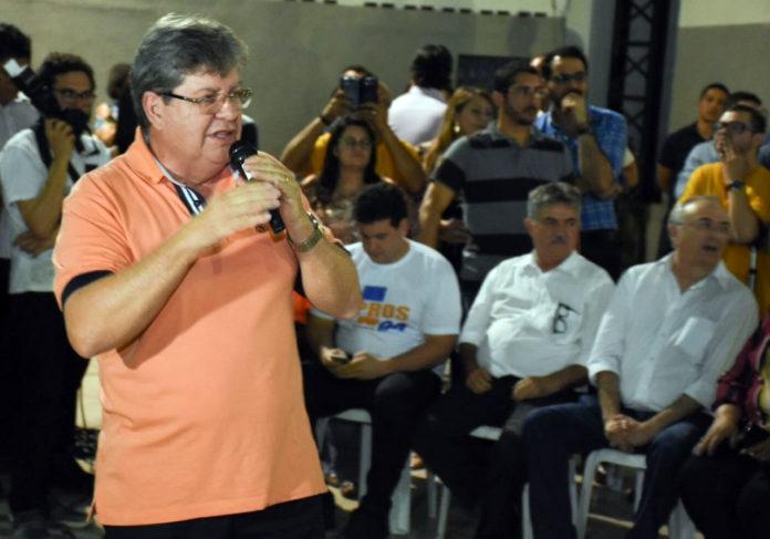 João ouve moradores de Mandacaru, Padre Zé, Ipês e Treze de Maio, nesta sexta-feira