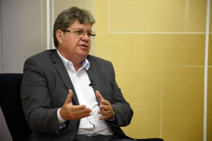 João reafirma compromisso de contratar 4 mil professores e diz que fará concursos para a Aesa e PGE