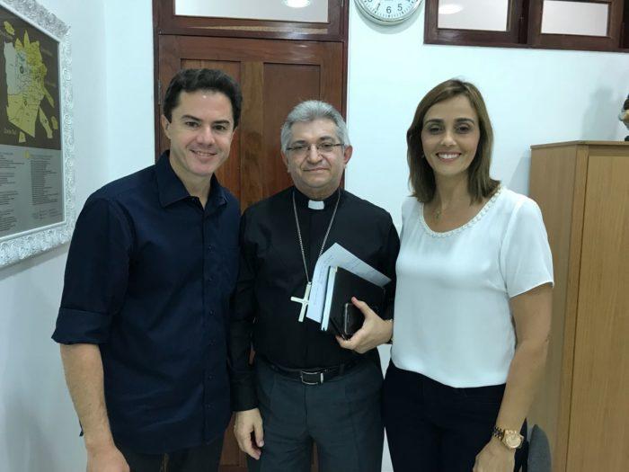"""Durante encontro com bispo de CG, Veneziano se compromete a """"defender"""" família no Senado"""