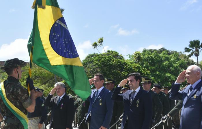 Vereadores e presidente da CMJP recebem medalha do Exército Brasileiro