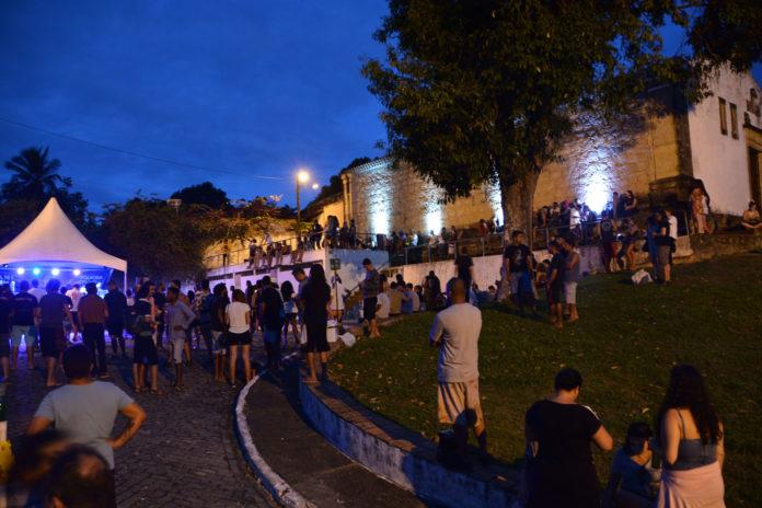 Centro Cultural Parque Casa da Pólvora recebe Luizinho do Pagode neste domingo