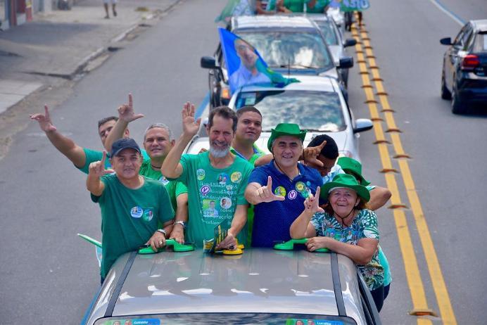Candidato a vice-presidente, Eduardo Jorge participa de carreata com Cartaxo