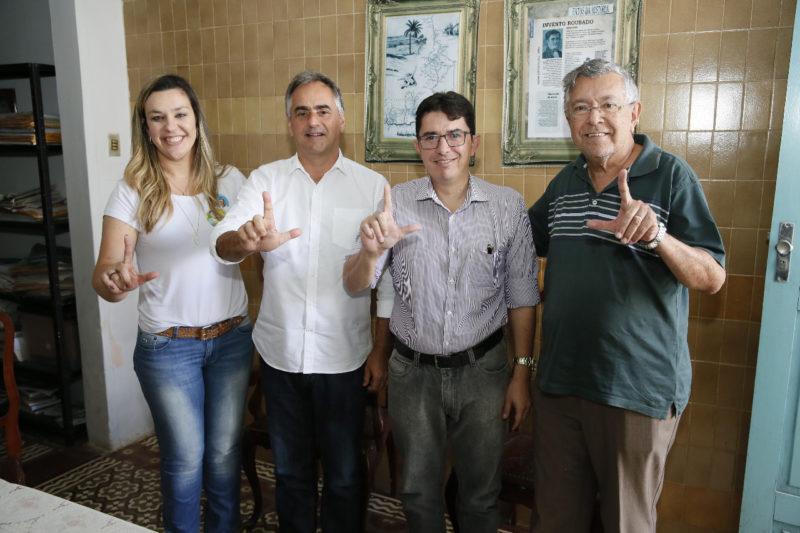 Camila Toscano e Lucélio comemoram adesão de vereador do PSB